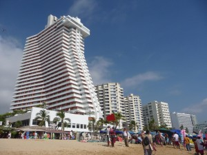 Crowne_Plaza_Hotel_in_Acapulco,_Mexico
